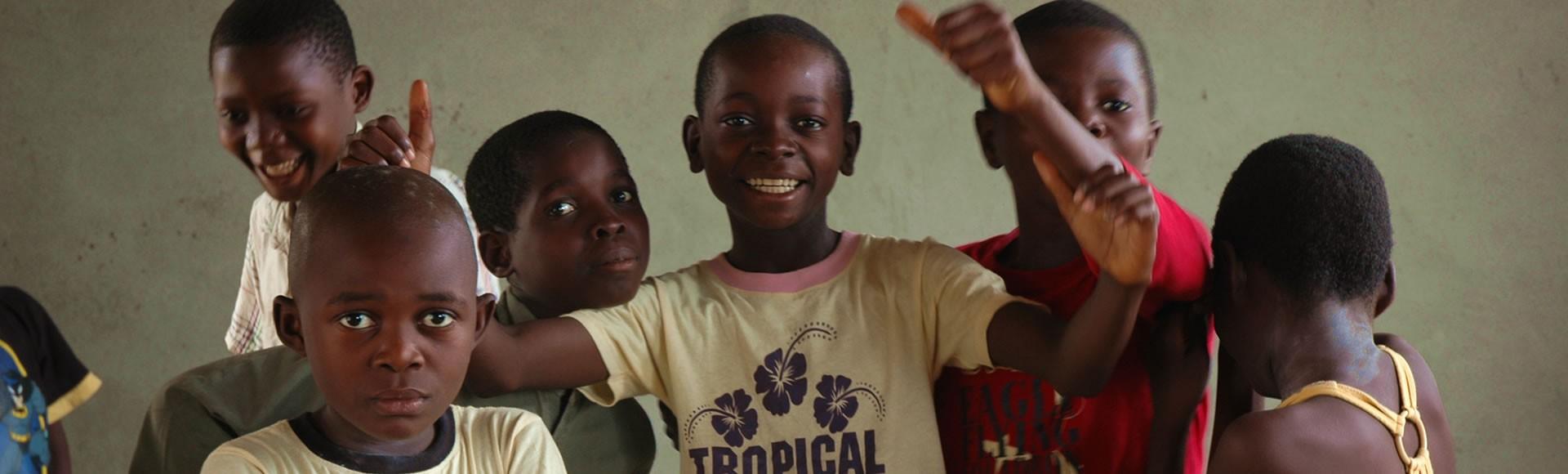 Bouwen aan weeshuizen in Congo