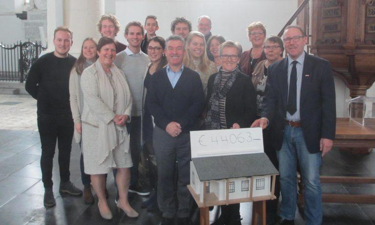WEM-Nederland neemt cheque in ontvangst ter waarde van €44.063